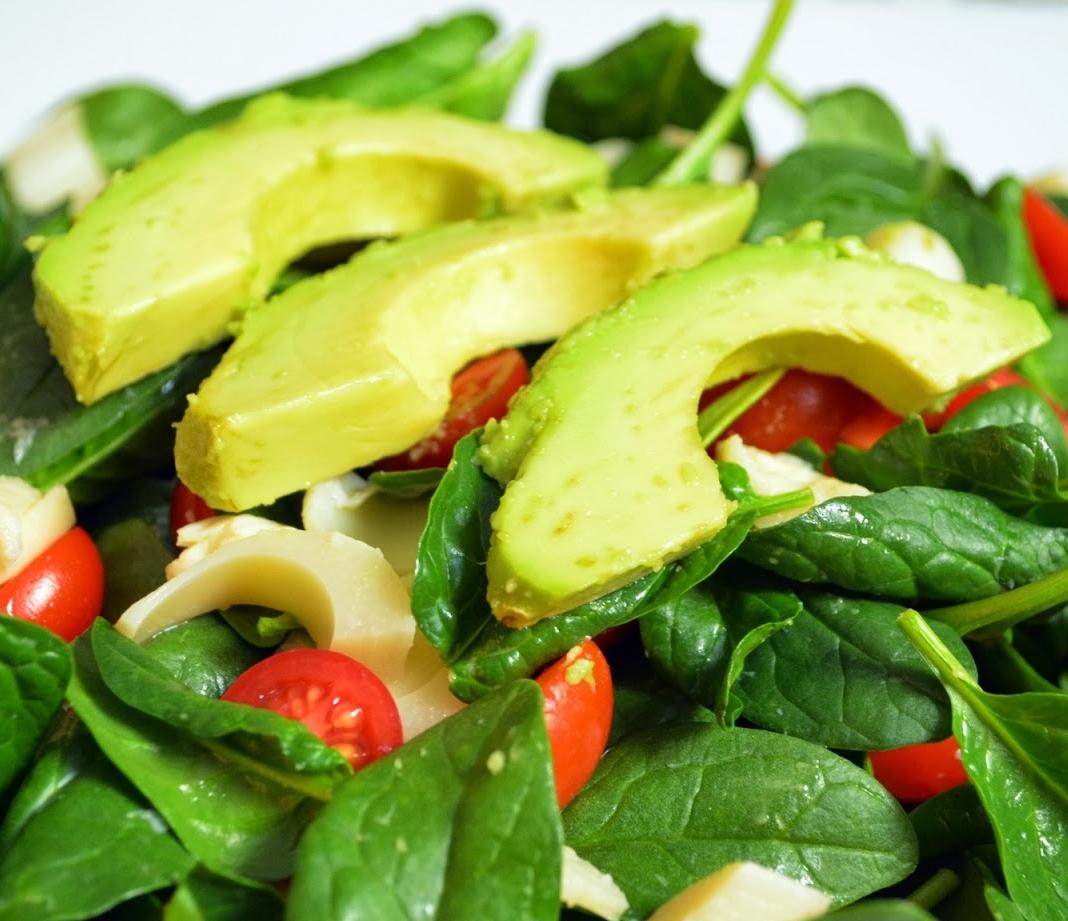 Πράσινη σαλάτα με αβοκάντο