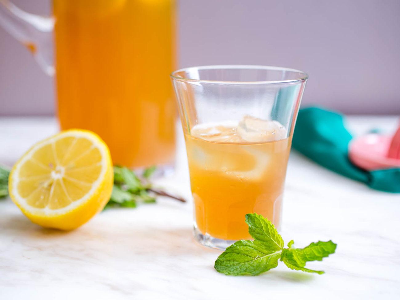 Σπιτικό παγωμένο τσάι με λεμόνι