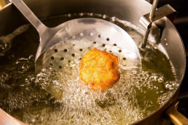 Τραγανές μπάλες κατσικίσιου τυριού