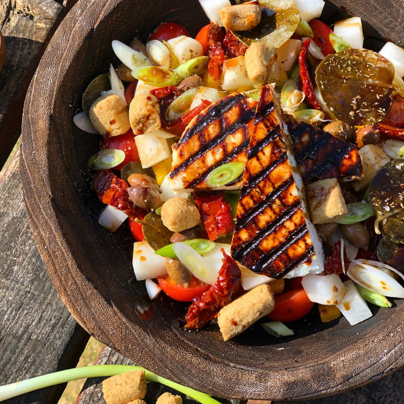 Σαλάτα με ντοματίνια ψητό μανούρι