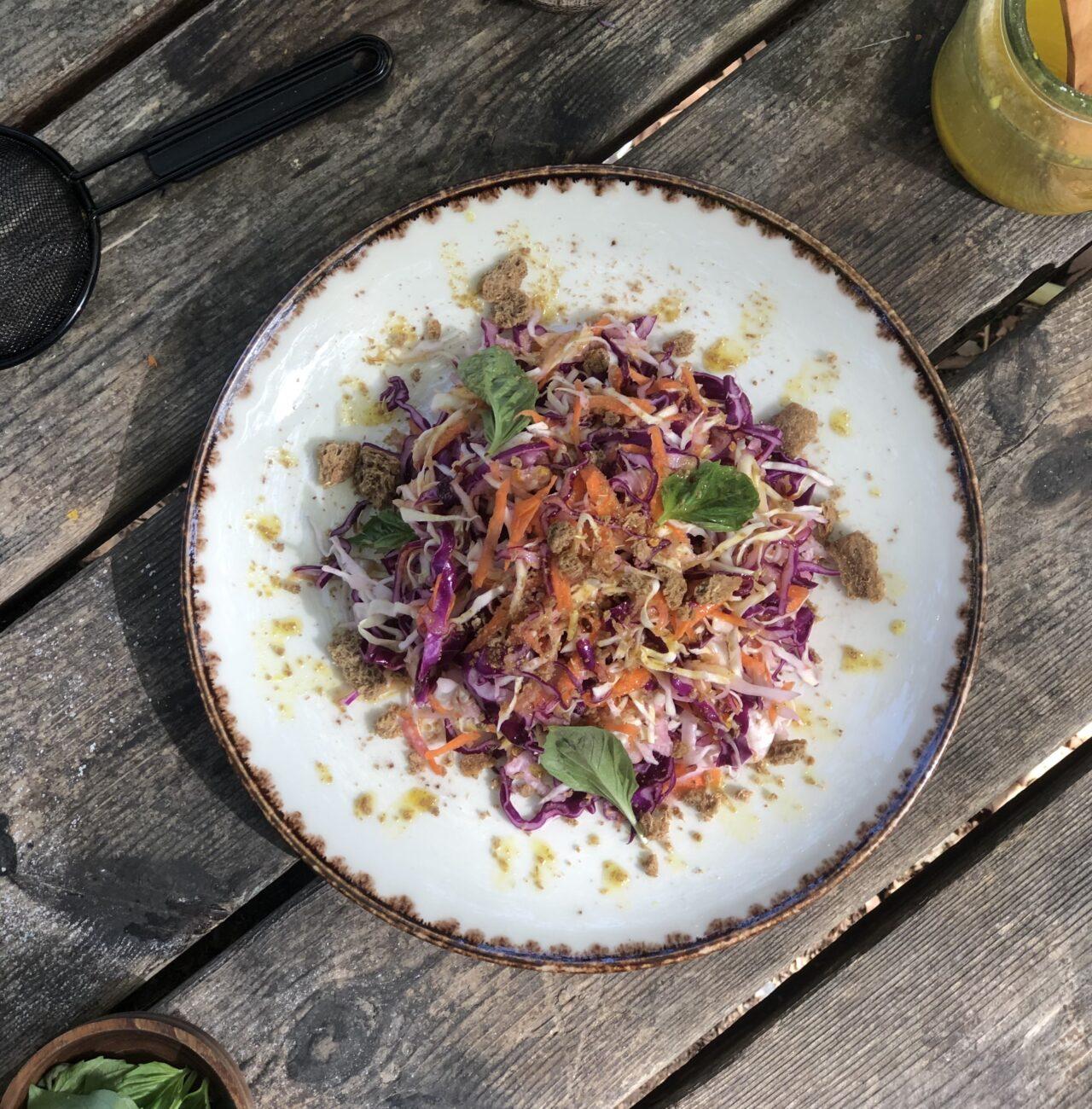 Λάχανο σαλάτα με τρίμμα παξιμαδιού